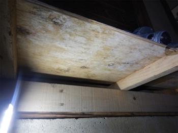 和室の床板裏